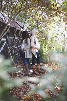 Outdoor best friend maternity Friend Pregnancy Photos, Sister Maternity Pictures, Sister Pictures, Cute Maternity Outfits, Fall Maternity, Maternity Poses, Maternity Photography, Pregnancy Pictures, Pregnant Best Friends