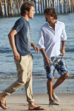 Look the part in an effortless pineapple T-shirt or pair of navy blue tropical Chino shorts with pockets. | H&M For Men