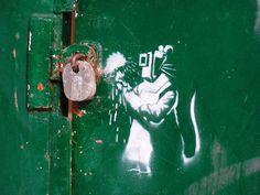Amazing Graffiti Street Art by Banksy Banksy Graffiti, Stencil Graffiti, Street Art Banksy, Banksy Rat, Graffiti Artwork, Graffiti Drawing, Stencil Art, Bansky, Art Van