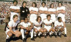 1972+-+Em+p%C3%A9+Gilberto+S%C3%A9rgio+Samuel+%C3%89dson+Arlindo+e+Forlan+agachados+Paulo+Nani+Terto+ToninhoGuerreiro+PedroRocha+e+Paran%C3%A1.bmp (500×299)