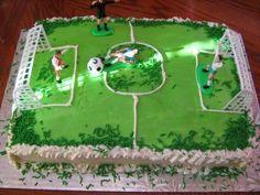 Soccer Cake on http://momwhats4dinner.com/soccer-cake/