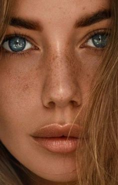 Best photography beautiful women freckles Ideas Source by beauty portrait Beautiful Freckles, Most Beautiful Eyes, Beautiful Women, Girl Face, Woman Face, Face Photography, Fashion Photography, Photography Women, Pretty Eyes