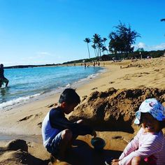 【umitoao】さんのInstagramをピンしています。 《♪ 9th day in Hawaii ♪ 🌴 1/2, to kauai iland 🌴 知人宅訪問&BBQ at beach. 🌴  Uber、タクシーよりレンタカーよりいいよ。 🌴 お正月とは思えない。。。 🌴 時計の要らない島。  #カウアイ島#虹#旅行#マイラー#真珠#ヒルトン#コンドミニアム#ハワイ#ヤシの木#南国#天国#海#ビーチ#サーフィン#ダブルティー#ロンハーマン  #wtw#ronherman #arrived#rainbow #alamoana #tesla#uber #hawaii#sea#beach#paradise #rhc#alamoanashoppingcenter#surf》