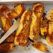 Ez a legporhanyósabb, legomlósabb linzer titka! Chicken Wings, Zucchini, Meat, Vegetables, Food, Vegetable Recipes, Eten, Veggie Food, Meals