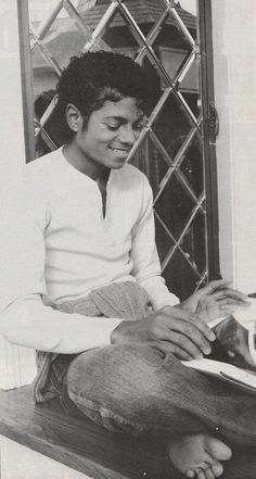 Michael Jackson. Look at his toes!!! Awww!! Their so cute!!..