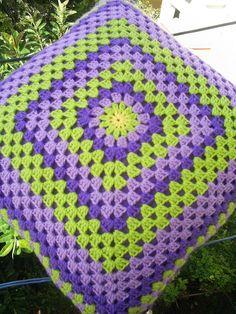 Granny square cushion (backside) by riavandermeulen Crochet Cushion Cover, Crochet Cushions, Crochet Pillow, Blanket Crochet, Crochet Granny Square Afghan, Crochet Squares, Crochet Doilies, Granny Granny, Crochet Blocks