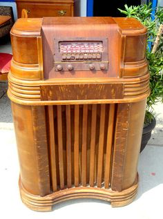 Vintage Art Deco Philco Console Radio AM/SW Push Buttons Wood Case.  $125