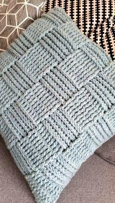 Gehaakte Kussen in Reliefsteek! Nog een gehaakt Kussen in Reliefstokjes Nu voor mijn andere dochter, die wilde natuurlijk ook. Crochet Pillow Cases, Crochet Cushion Cover, Crochet Pillow Pattern, Crochet Motifs, Knit Pillow, Crochet Cushions, Crochet Stitches, Crochet Home, Love Crochet