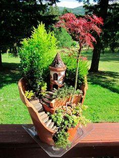 Que tal transformar os vasos de flores quebrados que você tem por ai em belas peças para decorar seu jardim de maneira muito criativa... continue lendo