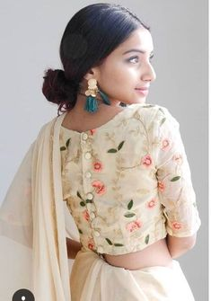 20 Latest Stylish Saree Blouse Back Neck Designs 2020 - Buy lehenga choli online Source by Blouses Blouse Back Neck Designs, Fancy Blouse Designs, Sari Blouse Designs, Blouse Styles, Latest Blouse Designs, Saree Blouse Patterns, Sari Design, Design Floral, Blouse Lehenga