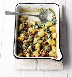 Gnocchi in Gorgonzola sauce with spinach and toasted walnuts recipe. This quick, comforting, cheesy supper dish takes just 15 minutes Baked Gnocchi, Gnocchi Recipes, Pasta Recipes, Cooking Recipes, Gnocchi Spinach, Dinner Recipes, Uk Recipes, Cream Recipes, Cooking Time