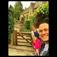 Bom Dia - tempo precioso em Família - Interior da Inglaterra - lindo - cheio de História - Deus sempre nos surpreende.
