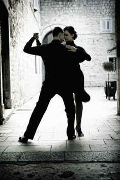 Our New Progressive Series on Monday Nights is going to be SALSA! First Class -- MONDAY, OCTOBER 6th at 8PM Our Progressive Series starts from the basic steps and rhythms, and then each class builds on the previous lesson. This is the perfect class for Newcomers to get started. It's also a fun way for Intermediate level dancers to brush up on their steps and technique. Monday night at 8pm. No RSVP or Partners Necessary. Classes are $7/each. Questions? Alex@BravoDanceStudio.com or…