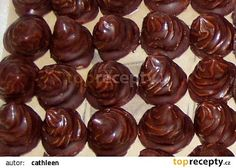 Nugetové (nutelové) špičky recept - TopRecepty.cz Christmas Goodies, Christmas Baking, Czech Desserts, Cookie Recipes, Dessert Recipes, Czech Recipes, My Dessert, Wonderful Recipe, Chocolate Coffee