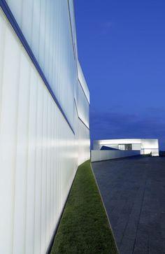 Nelson Atkins Museum of Art Bloch Building | Kansas City, Missouri | Steven Holl Architects | (Photographer: Andy Ryan)