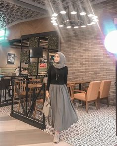 Muslim Women Fashion, Modern Hijab Fashion, Street Hijab Fashion, Hijab Fashion Inspiration, Casual Hijab Outfit, Ootd Hijab, Hijab Chic, Comfy Outfit, Girl Hijab