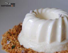 Gelatina de queso cottage con caramelo de chocolate y C