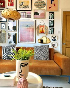 If you are looking for Bohemian Living Room Design Ideas, You come to the right place. Below are the Bohemian Living Room Design Ideas. Boho Living Room Decor, Eclectic Living Room, Eclectic Decor, Home Living Room, Living Room Designs, Living Spaces, Bedroom Decor, Bohemian Living, Eclectic Gallery Wall