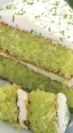 Easy Lime Cake Easy Lime Cake with Cream Cheese Frosting ~ So simple… One amazing and flavorful cake. Lemon Desserts, Köstliche Desserts, Dessert Recipes, Healthy Desserts, Dessert Simple, Lime Recipes, Easy Cake Recipes, Key Lime Kuchen, Key Lime Cake