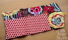 Crochet hook clutch tutorial {get organized}   Little Birdie Secrets:  For Susan for a present