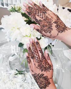 Stylish Back Hand Mehndi Designs from Umamah B - Fashion - Tattoo MAG Pretty Henna Designs, Modern Henna Designs, Floral Henna Designs, Finger Henna Designs, Back Hand Mehndi Designs, Arabic Henna Designs, Mehndi Design Pictures, Mehndi Designs For Fingers, Mehndi Designs For Hands