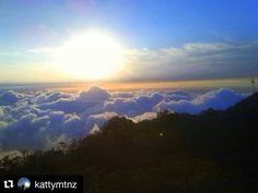 #Repost @kattymtnz with @repostapp ・・・ Este fue mi atardecer el día de ayer! #hermoso #picachodegalipan #avila #warairarepano #nature #sky #sun #atardecer #beautiful #nice #mountains #love #vzla #ccs #mundoavila