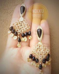 Ndixu Bisutería Artesanal Wire Jewelry, Beaded Jewelry, Handmade Jewelry, Seed Bead Earrings, Beaded Earrings, Copper Wire Crafts, Fashion Earrings, Fashion Jewelry, Marble Necklace