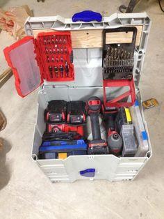 Non Festools in Systainers - mein mit Ladegerät, 2 Accu und Pl. Dewalt Storage, Van Storage, Festool Systainer, Workshop Design, Workshop Storage, Van Shelving, Tool Box Diy, Van Racking, Power Tool Storage
