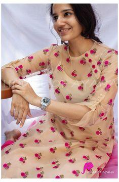 Silk Kurti Designs, Simple Kurta Designs, Salwar Neck Designs, Churidar Designs, Kurta Neck Design, Kurta Designs Women, Kurti Designs Party Wear, Dress Neck Designs, Salwar Neck Patterns