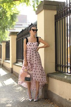 Spring triggers prints and streaks return dynamically to our wardrobe, giving a more vintage and retro air to our daily outfits. Mode Outfits, Dress Outfits, Fashion Dresses, Dress Up, Dot Dress, Look Fashion, Spring Fashion, Womens Fashion, Fashion Trends