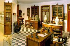 Reconstituição da Farmácia Liberal (Avenida da Liberdade, Lisboa) fundada em 1890