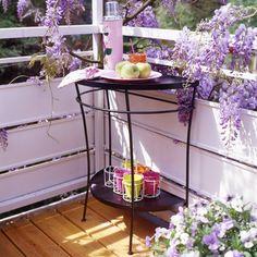 deko-balkon-garten-balkontisch
