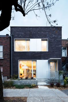 This house in Montreal has a facade of dark brickwork, while its rear elevation is clad with steel panels that are divided into black and white sections. Brick Facade, Facade House, Brick Exteriors, Architecture Résidentielle, Design Exterior, Luz Natural, Natural Light, Brickwork, House Design