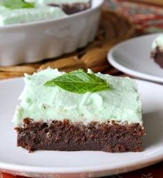 The BakerMama shows you how to WOW! every lady and gent at your Derby party with these bourbon-spiked mint brownies topped with a sweet mint frosting!