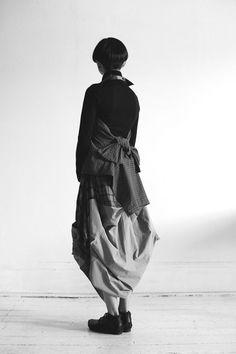 studio mucke & Duckfeet A work by our very own Duckfeet HQ girl, Ellie. Dark Fashion, Love Fashion, Rei Kawakubo, Fashion Details, Fashion Design, Comme Des Garcons, Yohji Yamamoto, Mode Inspiration, Mode Style