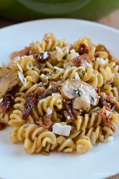 Slimming Slimming Eats Bacon, Mushroom and Sun-Dried Tomato Pasta - gluten free, dairy free, Slimming World and Weight Watchers friendly - Healthy Pasta Recipes, Pasta Salad Recipes, Bacon Recipes, Cooking Recipes, Diet Recipes, Diet Meals, Healthy Dinners, Sw Meals, Pasta Meals