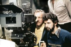 George Lucas on the set of Star Wars: Episode IV - A New Hope Star Wars Episódio Iv, Star Wars Art, Star Wars Episode 4, Episode Iv, Happy Birthday George, George Lucas, Portraits, A New Hope, Scene Photo