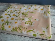 Vintage Daisy Springmaid Flat Sheet // Peach Foral Single/Twin Twin Sheets, Flat Sheets, Bed Sheets, Bohemian Bedding, Floral Bedding, Have Courage And Be Kind, Retro Floral, Vintage Textiles, Peach Colors