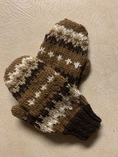Learn how to make your own Bernie Sanders mittens Make Your Own, Make It Yourself, How To Make, Bernie Sanders, Mittens, Memes, Fingerless Mitts, Fingerless Mittens, Animal Jokes