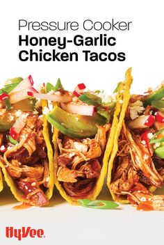 Dinner ready in under an hour and you don't need to heat up the oven? Everyone will be back for seconds when you make these honey-garlic chicken tacos. Sweet N Spicy, Slow Cooker Chili, Honey Garlic Chicken, Chicken Tacos, Pulled Pork, Quick Easy Meals, Oven, Dinner, Ethnic Recipes