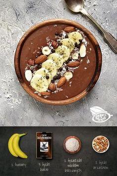 Kakao i 1,5 banana blendujemy na gładką masę. Jeżeli masa wydaje nam się zbyt gęsta możemy dodać odrobinę wody. Masę przekładamy do miseczki, dekorujemy pokrojonym w plasterki bananem, orzechami i wiórkami kokosowymi. Food Design, Healthy Desserts, Dessert Recipes, Food Porn, Food Inspiration, Good Food, Food And Drink, Cooking Recipes, Smoothie Bowl