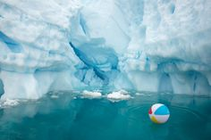 Strange and Confusing Photos of Warm Weather Objects Just 'Chilling' on the Icy Continent - http://blog.dashburst.com/pic/antarctica-warm-weather-objects/