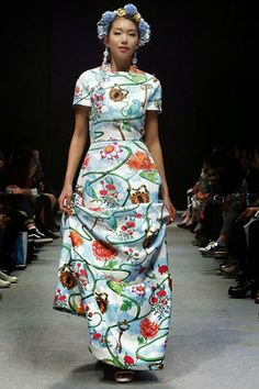 chez Heezin - simple silhouette in a great print Colored Wedding Dresses, Couture, Silk Painting, Modest Fashion, Bridal Style, Korean Fashion, Print Patterns, Fashion Beauty, Runway