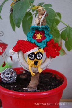 Hibou de Noël by Mimotime Crochet - Hibou jaune et ses jolies fleurs de Noël :) Réalisation et création by Mimotime Crochet