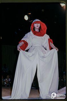 Fashion show Kansai Yamamoto spring/summer 1978 Runway Fashion, High Fashion, 70s Fashion, Fashion Show, Fashion Outfits, Fashion Design, Yamaguchi, Japanese Models, Japanese Fashion