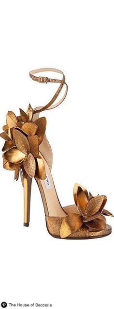 Gold color wedding shoes with heels, by Jimmy Choo Pretty Shoes, Beautiful Shoes, Cute Shoes, Me Too Shoes, Zapatos Shoes, Women's Shoes, Shoe Boots, Shiny Shoes, Louboutin Shoes