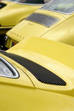 Porsche 911 - Yellow