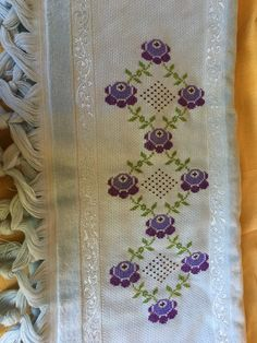 Cross Stitch Borders, Diy And Crafts, Embroidered Towels, Bath Linens, Tape Art, Crochet Edgings, Cross Stitch Kitchen, Cross Stitch Samplers, Towels