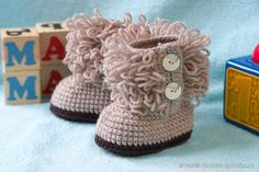 Crochet UGG Style Baby Booties.  Free pattern: http://wonderfuldiy.com/wonderful-diy-crochet-ugg-style-baby-booties/