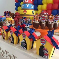 Candy bar de paw patrol - Celebrat : Home of Celebration, Events to Celebrate, Wishes, Gifts ideas and more ! Paw Patrol Birthday Decorations, Paw Patrol Birthday Theme, Paw Patrol Party Favors, 4th Birthday Parties, Boy Birthday, Paw Patrol Cake, Halloween, Spinosaurus, Oreo